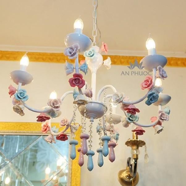 Đèn trang trí giúp tăng không gian và thẩm mỹ cho nhà nhỏ